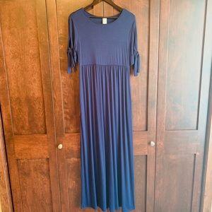 Very cute styled blue maxi dress!